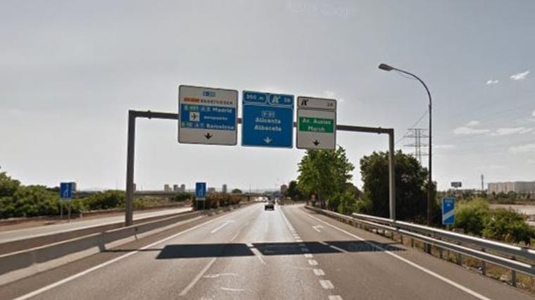 La V-30 a l'altura de la Fonteta de Sant Lluís, lloc a on se va produir l'accident