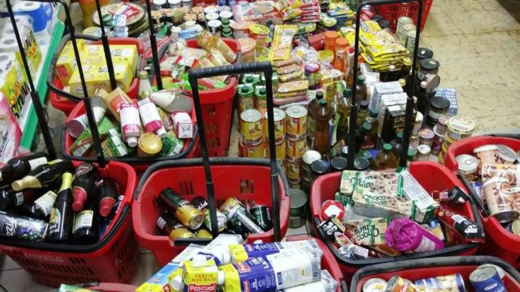 Més de 1.900 productes d'alimentació comissats per estar caducats i en mal estat