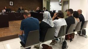 Absolts els sis diputats de Badalona que van obrir l'ajuntament el 12-O