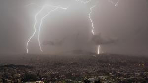 Al llarg d'aquesta propera nit de dissabte a diumenge, els ruixats i les tempestes seran persistents a molts punts del nord del territori