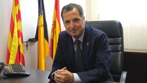 Alfons Garcia, alcalde de Vandellòs i l'Hospitalet de l'Infant, al seu despatx