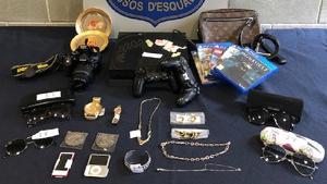 Alguns objectes recuperats pels Mossos després de la detenció de l'home.