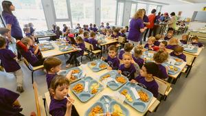Alumnes dinant al menjador de La Salle Tarragona