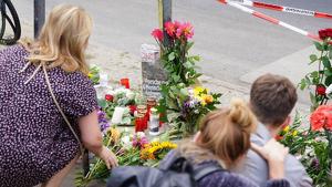 Ciutadans berlinesos van fer un altar en el lloc de l'atropellament