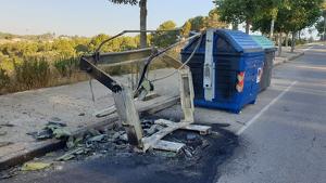 Contenidor incendiat a l'avinguda Can Tapis de Rubí