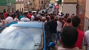 Desenes de persones s'han concentrat per recuperar el pis del Carrer Quatre de Bonavista