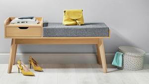 El banco de madera tiene un cajón integrado y cuesta 59,99 euros
