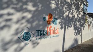 El centre familiar Mas Pintat està situat al carrer de l'Abat Escarré de Reus