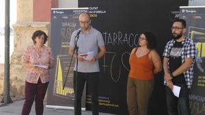 El conseller de Joventut de l'Ajuntament de Tarragona, Hermán Pinedo, durant la presentació del cicle 'La ciutat a cau d'orella'