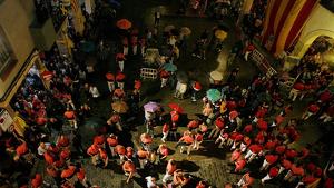 Els castells de la vigília de la Diada Nacional a Valls es van veure afectats per la pluja