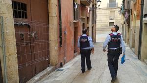 Els Mossos d'Esquadra, aquest dimarts a la tarda, després d'investigar l'assalt dels joves a l'edifici de la Part Alta de Tarragona.