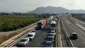Els tres quilòmetres de retenció provocats per l'accident dels 17 vehicles