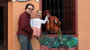 Gabriel fariza a les portes del seu Teatre de Marionetes 'La Estrella'