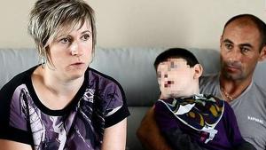 Imagen de los padres de Nolan y el menor concediendo una entrevista al medio 'Le Parisien'