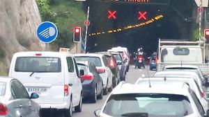 Imatge de la congestió provocada per l'accident a la C-32
