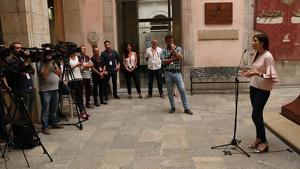 Imatge de la líder de Cs a Catalunya, Lorena Roldán, que atén els mitjans de comunicació a Tarragona durant Santa Tecla