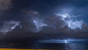 Imatge de la llampegada aquesta matinada a la costa de Barcelona