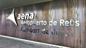 Imatge del cartell d'entrada a l'Aeroport