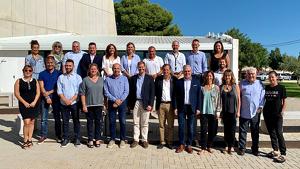 Imatge dels assistents a la trobada entre el Consell Rector de l'Estació Nàutica i els representants dels set municipis