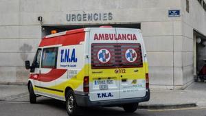 La ambulancia se desvió de su camino y los sanitarios dejaron solo al hombre