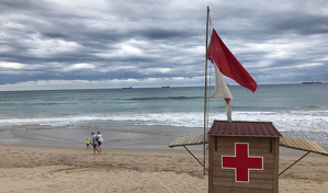 La bandera vermella a les platges prohibeix el bany