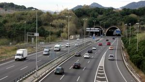 La C-32, coneguda com l'autopista de Pau Casals, costa 10,67 euros per anar de Castelldefels al Vendrell.