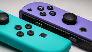 La luz del mando de Nintendo Switch se activa para avisar de que hay nuevas actualizaciones pendientes.