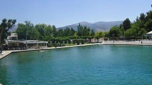 La mujer tomaba un baño en este lago artificial de Cela