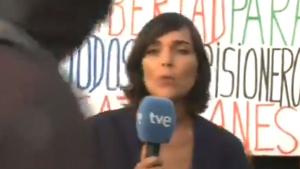 La periodista de TVE durant la connexió al Parlament