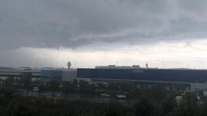 La situació meteorològica obliga a regular les arribades a l'aeroport de Barcelona