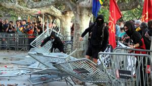 La tensió entre els Mossos i els CDR a les portes del Parlament ha protagonitzat la tarda de la Diada