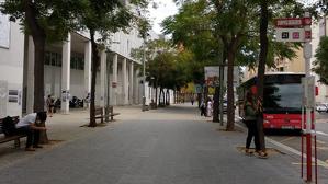 L'aturada de l'EMT del Campus Catalunya, a la porta de la facultat de Lletres de la URV