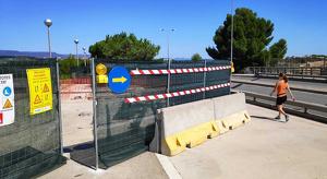Les obres es duen a terme per sobre de la línia de ferrocarril a l'avinguda de l'Alcalde Pere Molas.