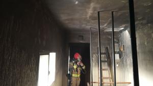 L'origen del foc s'ha localitzat en una de les habitacions