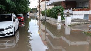 Los aguaceros han inundado calles y bajos en esta localidad de la Costa Brava