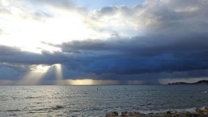 Los chubascos ocasionales volverán a aparecer a lo largo del finde en el sur mediterráneo del país