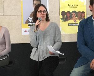 Ona Martínez (candidata del Jovent Republicà i núm 4. a la llista d'ERC-MES Terrassa) es dirigeix als assistents.