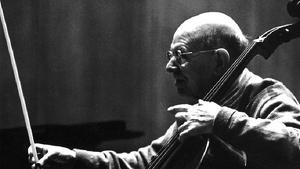 Pau Casals tocant el violoncel.