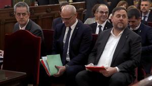 Raül Romeva i Jordi Turull amb la resta d'acusats la setmana passada al Tribunal Suprem