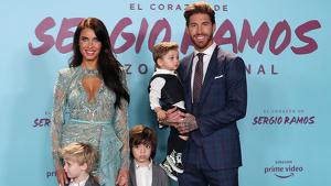 Sergio Ramos junto a su mujer Pilar Rubio y sus tres hijos en la 'premiere' de su documental