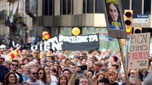 S'han pogut veure pancartes contra l'alcadessa Ada Colau