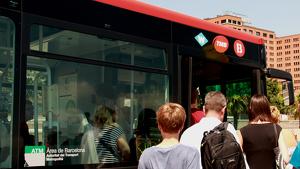TMB afegirà una llançadora de bus com a transport alternatiu de la línia 1 de metro