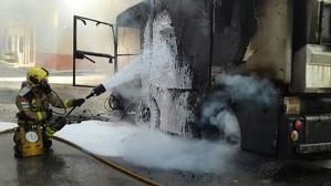 Un camió s'ha incendiat completament a Sant Carles de la Ràpita