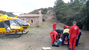 Un helicòpter del SEM s'ha desplaçat fins a Vimbodí per atendre el jove accidentat en bicicleta.