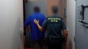 Un hombre ha sido detenido por violar a su hija menor de edad durante cuatro años