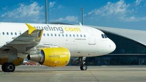 Vueling cancel·la 24 vols per la vaga de controladors, 10 d'ells a Barcelona.
