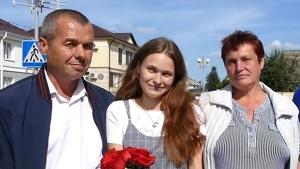 Yulia Moiséyenko junto a sus padres biológicos tras dieciséis años perdida