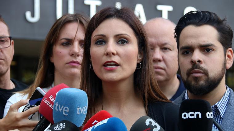 """[Cs] Lorena Roldán: """"Hemos presentado formalmente una demanda contra el Ayuntamiento de Sabadell por retirar la bandera española"""" Lorena-roldan-ha-assegurat-que-plantejara-una-mocio-de-censura-sobre-quim-torra"""
