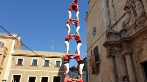 2de8 sense folre descarregat de la Colla Joves Xiquets de Valls a la diada de Santa Teresa del Vendrell