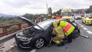 Accident a Parets del Vallès entre un cotxe i un camió